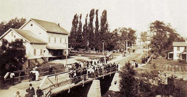 Crowds walking to the Hemlock Fair, ca. 1900
